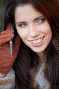 Γυναίκα με κινητό τηλέφωνο